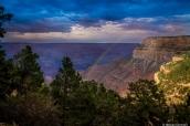 Arc en ciel dans le Grand Canyon après l'orage