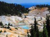 Vue sur Bumpass Hell dans Lassen Volcanic National Park, Californie