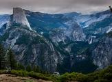 Vallée de Yosemite et le Half Dôme sur la gauche