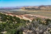 Le Waterpocket Fold de Capitol Reef vu du chemin de randonnée Upper Mulet Twist Canyon