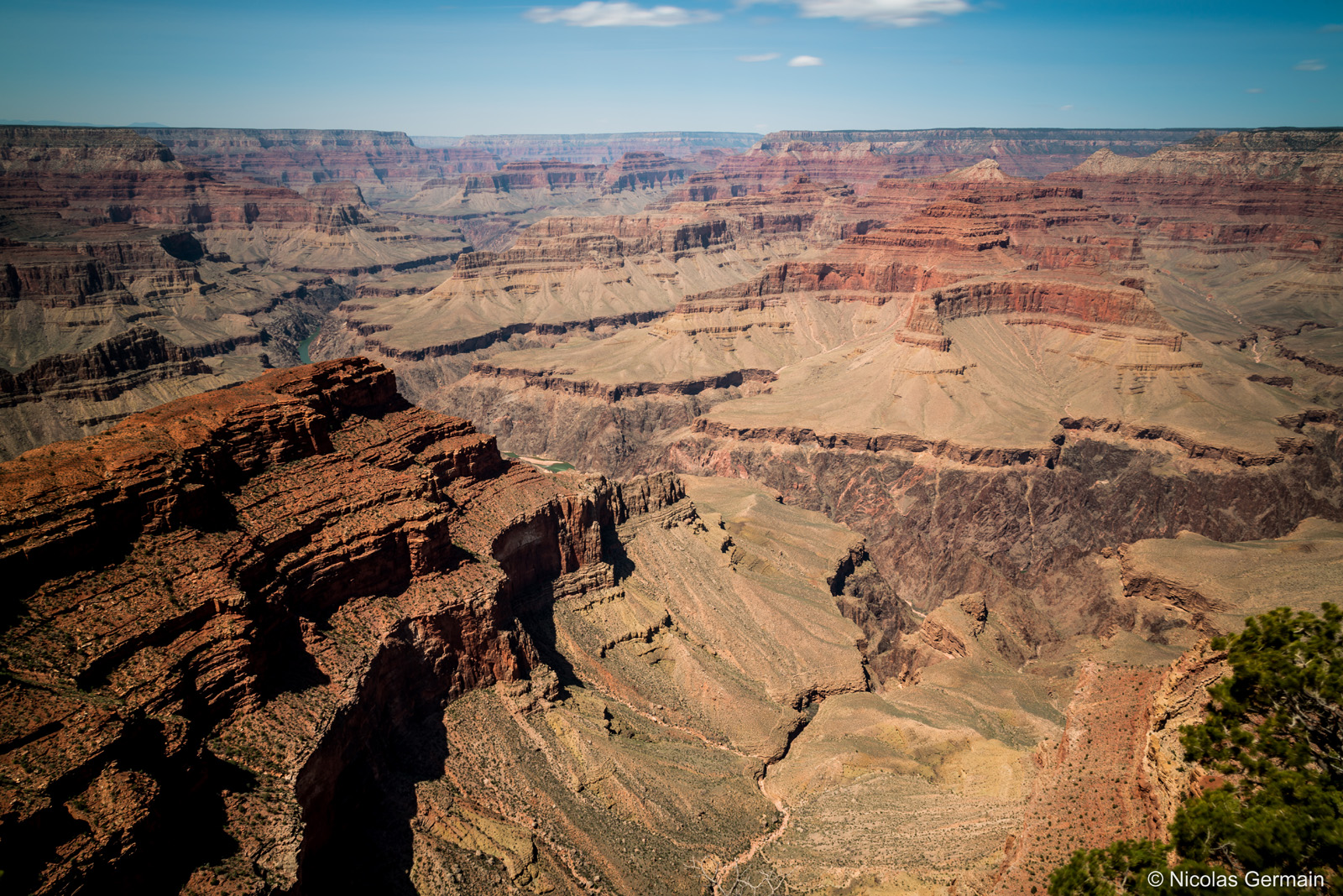 Sur le Rim Trail à Hopi Point, vue sur l'immensité du Grand Canyon