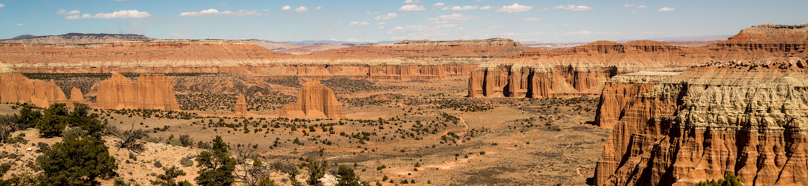Vue sur Cathedral Valley dans Capitol Reef