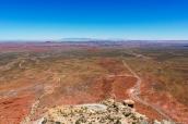 Paysage vu de la route Moki Dugway, avec la piste de Valley of the Gods sur la gauche