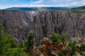 Vue de Black Canyon et ses parois vertigineuses sur Oak Flat Trail, Colorado