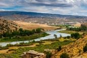 La Green River coule au milieu des paysages de Dinosaur National Monument, Utah