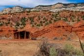 Cabane de bois sur le côté de la route Harpers Corner Road, Dinosaur National Monument, Colorado