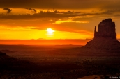 Coucher de soleil sur East Mitten Butte, Monument Valley