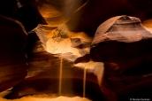 Fuite de sable dans Antelope Canyon, Arizona
