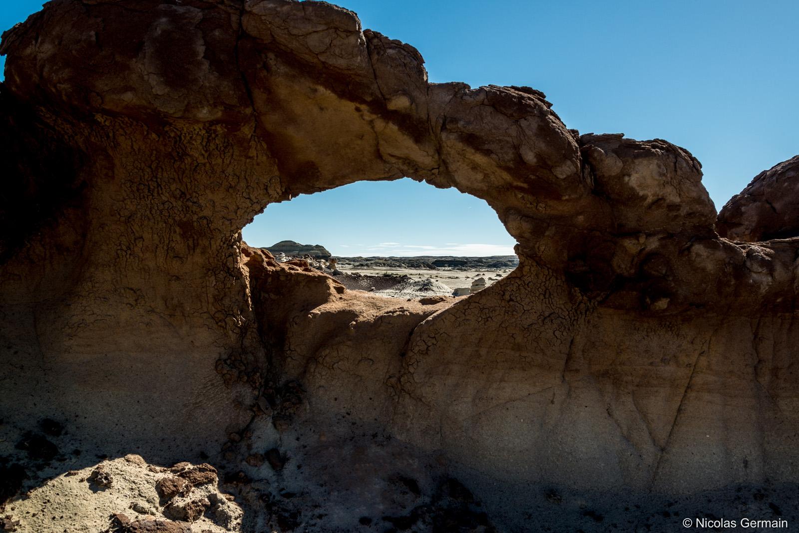 Une arche de très petite taille dans Bisti Badlands, Nouveau-Mexique