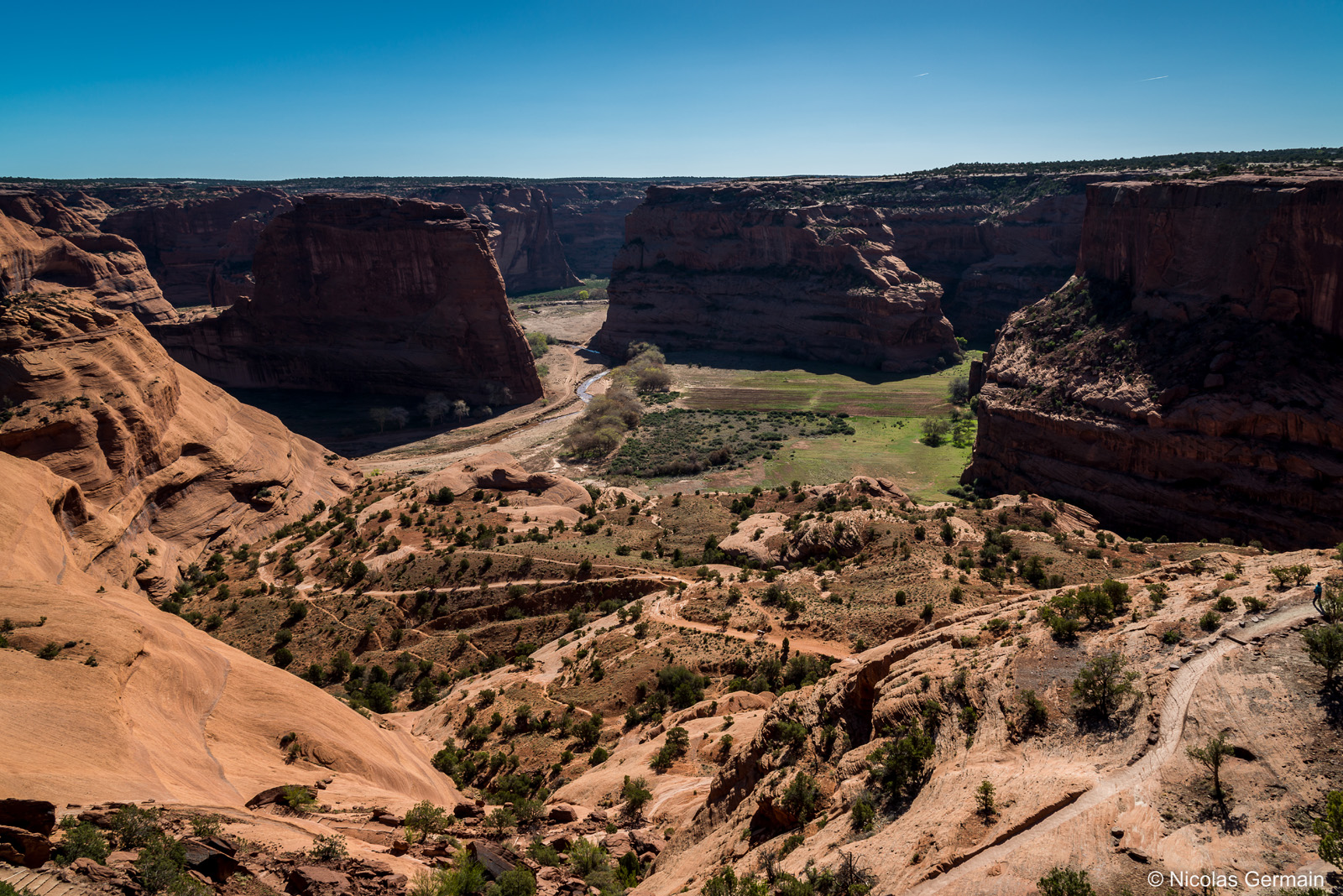 Sentier de White House Trail descendant en bas du Canyon de Chelly