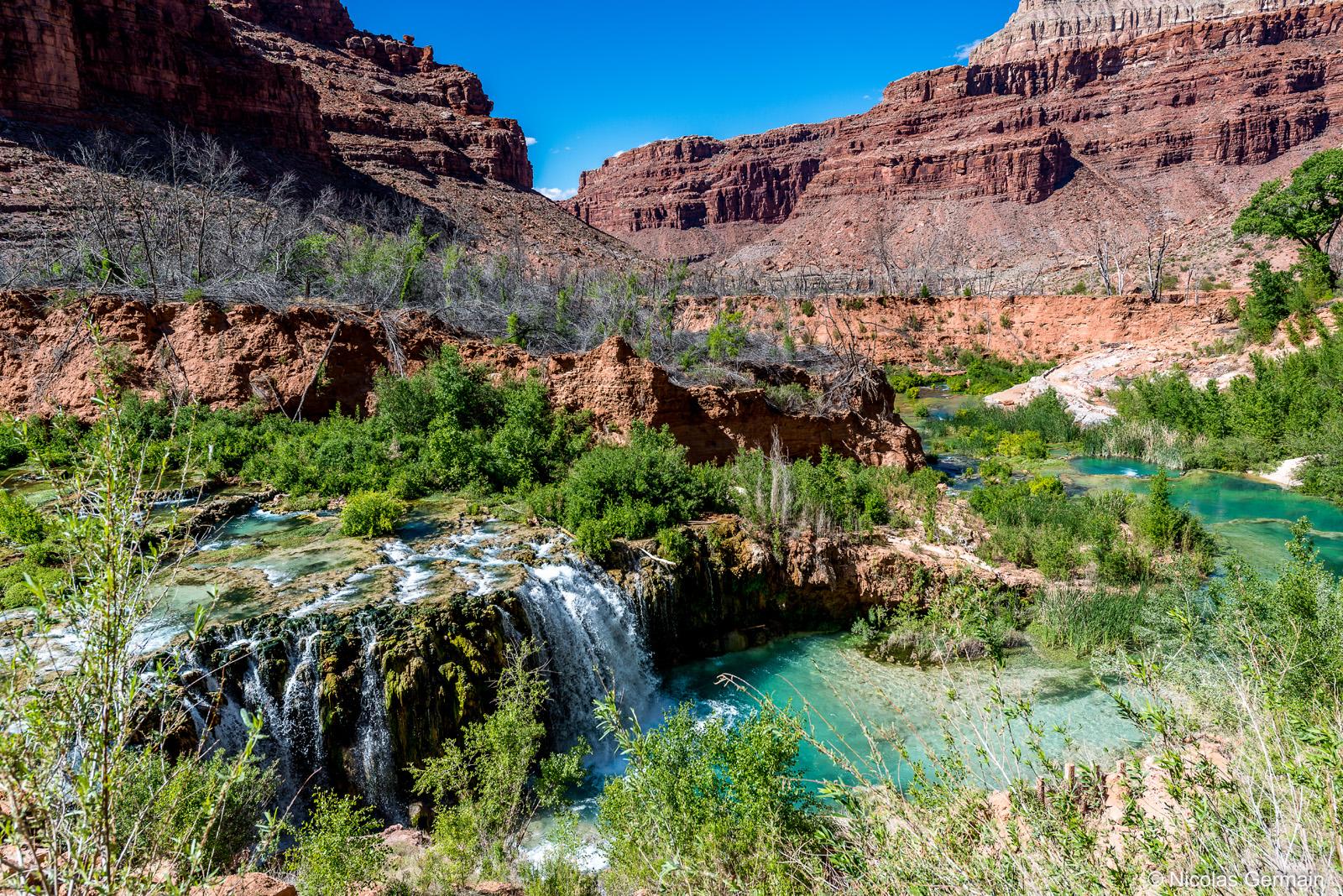 Lower Navajo Falls (ou Fifty Foot Falls) est la deuxième chute en venant de Supai