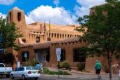 Bâtiment de style adobe dans Santa Fe, Nouveau-Mexique