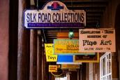Panneaux des commerces et des galeries d'art de Santa Fe, Nouveau-Mexique
