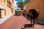 Petite rue dans le centre-ville de Santa Fe, Nouveau-Mexique
