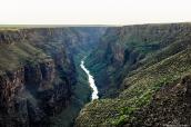 Vue du Rio Grande et de son canyon à Rio Grande Gorge Bridge, Nouveau-Mexique