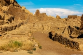 Au milieu des ruines de Pueblo Bonito dans Chaco Culture, Nouveau-Mexique