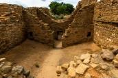 Au milieu des restes d'habitations pueblos à Aztec Ruins National Monument, Nouveau-Mexique