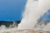 Old Faithful, le plus célèbre geyser du monde dans Yellowstone National Park, Wyoming