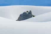 Formation rocheuse entre les dunes de White Sands, Nouveau-Mexique