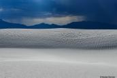 L'orage gronde au-dessus des dunes de White Sands