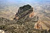 Vue sur El Capitan en contrebas et le désert à perte de vue, du sommet de Guadalupe Peak, Guadalupe Mountains National Park