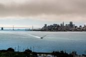 Bay Bridge et buildings de San Francisco vus de l'île prison d'Alcatraz