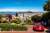 Lombard Street, la rue en lacets pentus de San Francsico dans le quartier de Russian Hill d'où l'on voit la baie et la Coit Tower