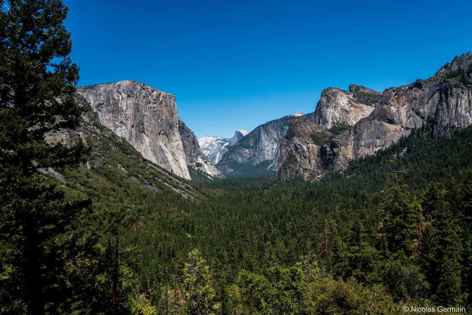 El Capitan et le Half Dome dans le fond vus de Tunnel View, Yosemite National Park, Californie