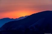 Coucher de soleil sur les montagnes derrière Griffith Observatry, Los Angeles, Californie