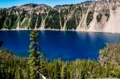 Les eaux bleues azur de Crater Lake vues de Wizard Island Trail, Oregon