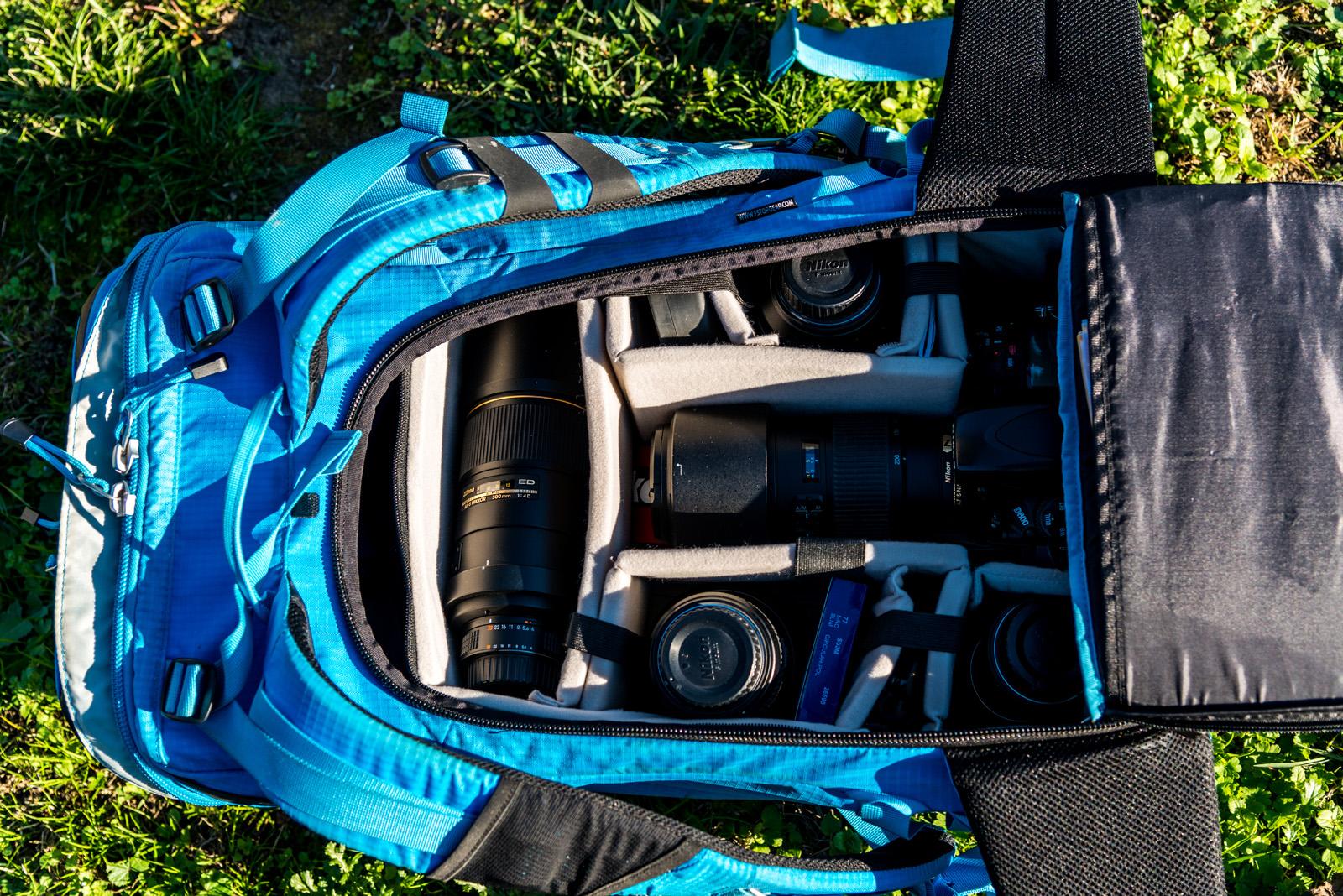 Sac à dos F-stop ouvert et son insert pour appareil photo et objectifs