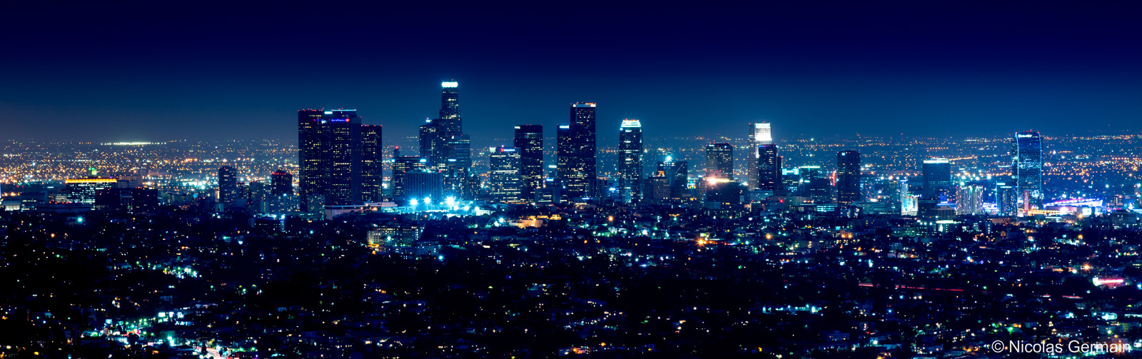 Vue sur les buildings du downtown de Los Angeles de nuit