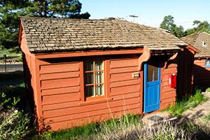 Un petit chalet du Bright Angel Lodge au Grand Canyon