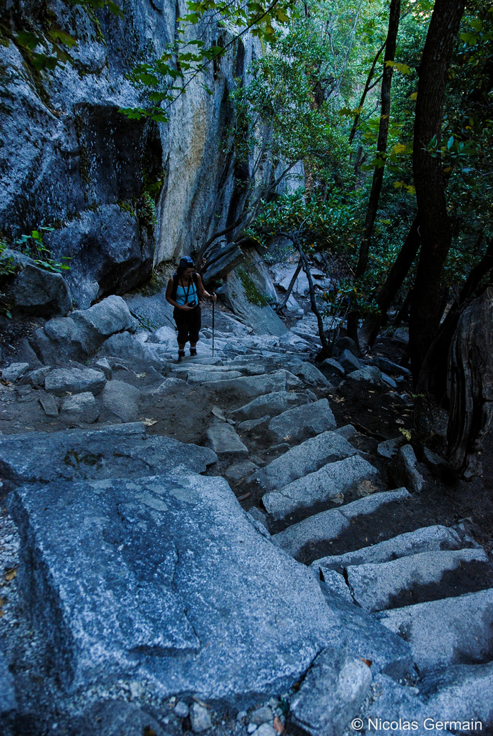 Marches d'escalier très raides sur Mist Trail près de Vernal Falls, Yosemite
