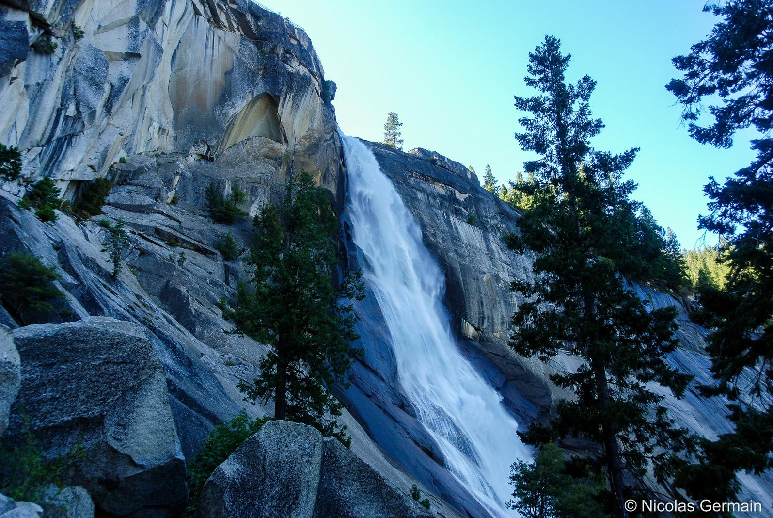 Nevada Falls à Yosemite vue de Mist Trail