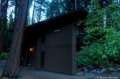 L'un des bâtiments dans la forêt de Yosemite Valley Lodge, Yosemite National Park