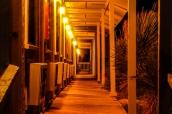Couloirs extérieurs du Motor Inn, motel de Big Bend Resort & Adventures