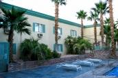 Vue extérieure du Stagecoach Hotel and Casino près de la piscine