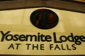 Panneau de Yosemite Valley Lodge quand il s'appelait encore Yosemite Lodge at the Falls