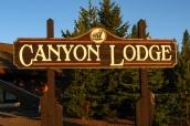 Panneau d'entrée de Canyon Lodge & Cabins à Yellowstone