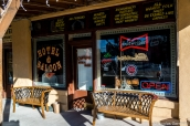 Façade extérieure de l'Overland Hotel & Saloon à Pioche, Nevada