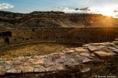 Grande kiva de Casa Rinconada au coucher du soleil, Chaco Culture
