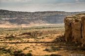 Chetro Ketl au pied de la mesa de Chaco Canyon, vu de Pueblo Alto Trail, Chaco Culture