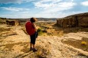 Vue sur Chetro Ketl (au fond) du sentier de Pueblo Alto Trail, Chaco Culture