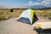 Tente sur l'emplacement 69 de Piñon Flats Campground dans Great Sand Dunes avec vue sur les dunes et les montagnes Sangre de Cristo