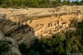 Cliff Palace au coucher du soleil pendant une visite guidée, Mesa Verde