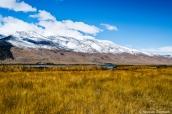 Montagnes Ruby enneigées dominant la plaine et les marais de Ruby Lake, Nevada