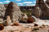 Le sommet rouge d'un hoodoo tombé dans Blue Canyon, Arizona