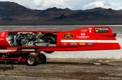 Un véhicule à la forme aérodynamique pour une publicité tournée à Bonneville Salt Flats, Utah