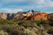 Paysage de Snow Canyon sous la lumière chaleureuse du matin